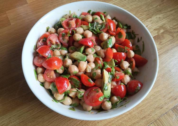 Avocado tabbouleh with halloumi