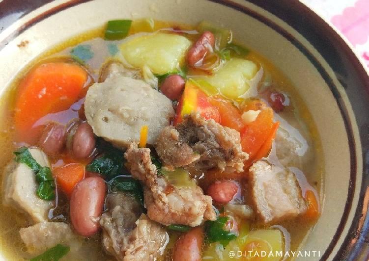Cara Membuat Sop Tetelan Sapi dan Bakso yang Enak!