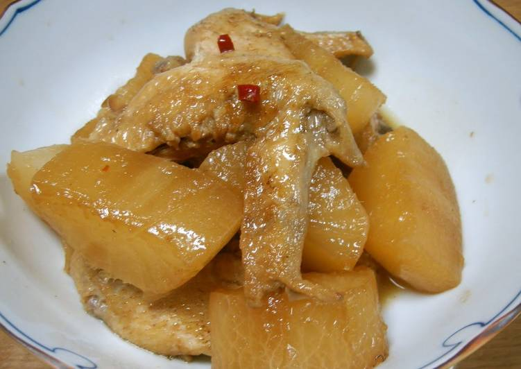 Simple Way to Prepare Favorite Simmered Chicken Wings and Daikon (White Radish)