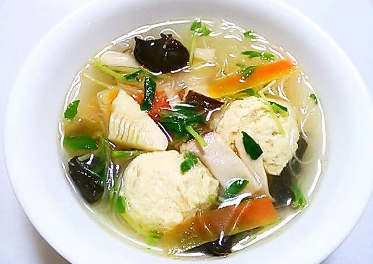 10 Minute Recipe of Summer Chinese Soup with Cellophane Noodles and Fluffy Light Chicken Meatballs