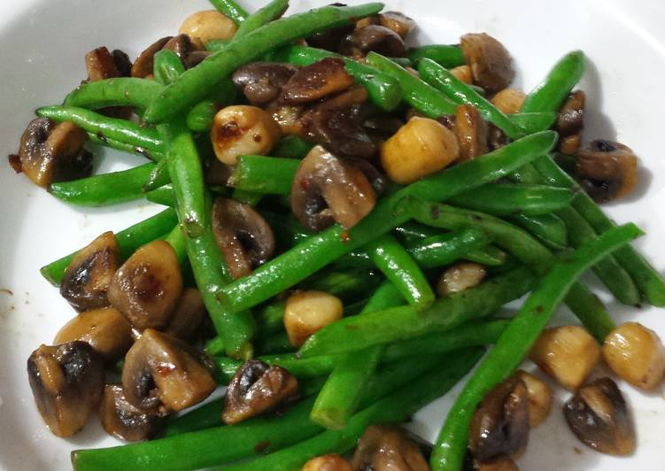 How to Prepare Delicious Fresh Lemony Green Beans, Mushrooms and Baby Scallops