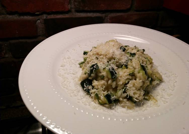 Risotto with thick slices of zucchini