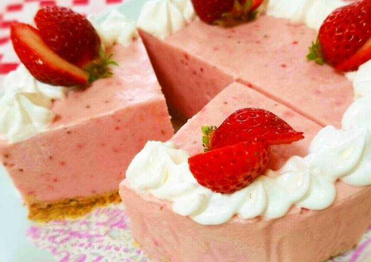 Recipe: Delicious Simple! No-Bake Cheesecake With A Strawberry Spring Scenery