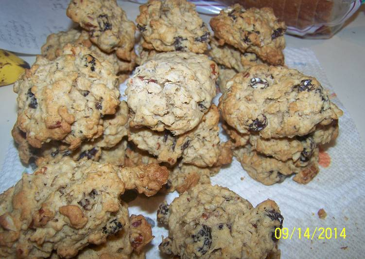 Easiest Way to Prepare Award-winning Oatmeal Raisen Pecan Cookies