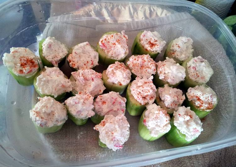 Cucumber stuffed with spicy crab