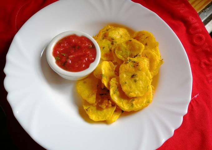 Potatoe bhajia with tomato-mango salsa dip