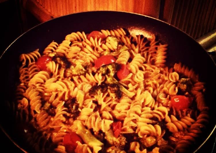Lilhpster's Vegan Broccoli & Tomato Pasta
