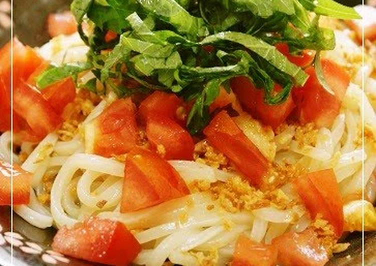 Cold Salad-Style Udon Noodles with Tomatoes and Shiso Leaves