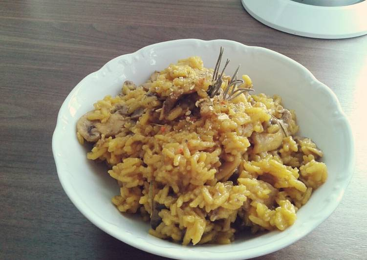 Recipe of Quick Mushroom and Turmeric Pilaf