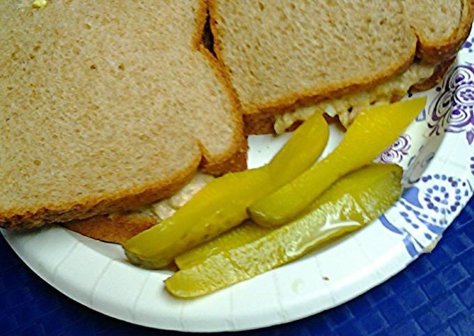 Spicy tuna salad sandwiches
