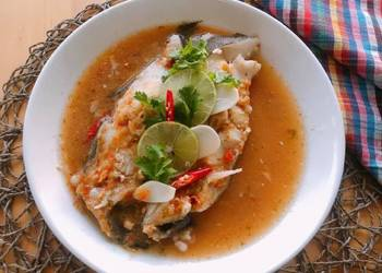 Easiest Way to Cook Yummy Steamed Fish with Lime  Pla Neung Manao  ThaiChef Food
