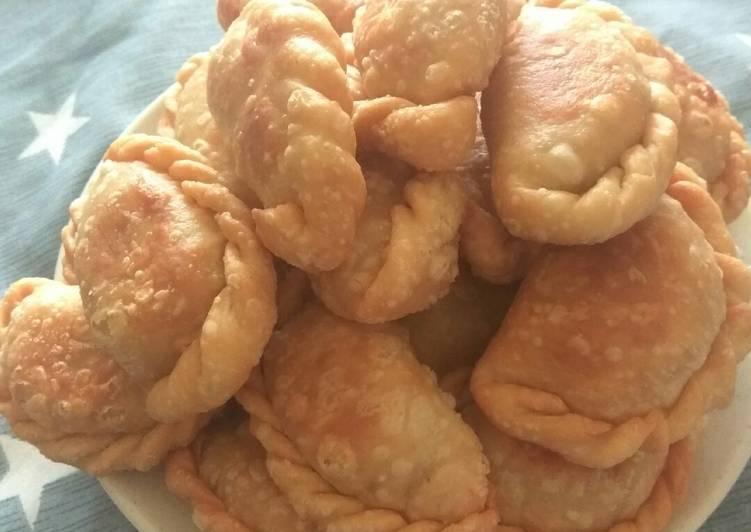Curry puff alias karipap alias pastel isi sayur alias samosa