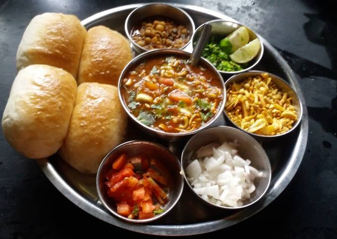 Spicy sprouted misal pav