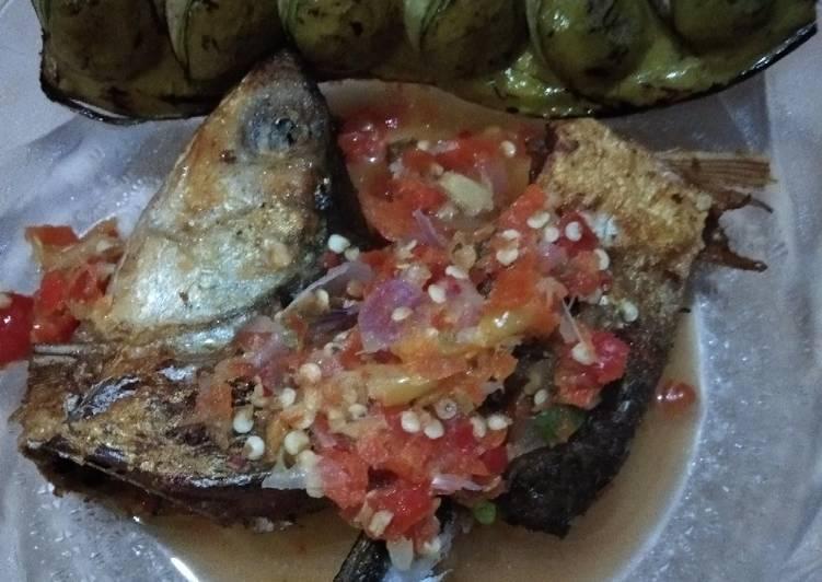 Pecak Gledek Ikan Bandeng dan Petai Goreng