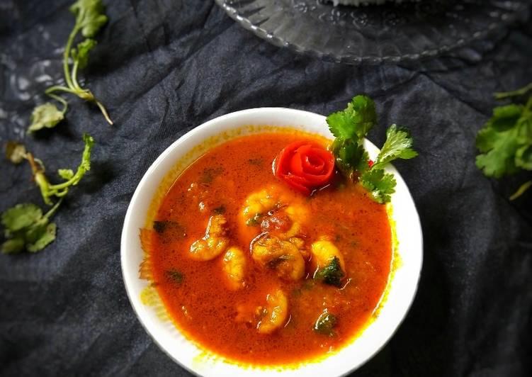 Aloo Chingri Dalna (Bengali Style Prawn Recipe with Potato)