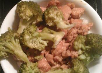 Easiest Way to Recipe Delicious Steamed broccoli and terryaki chicken