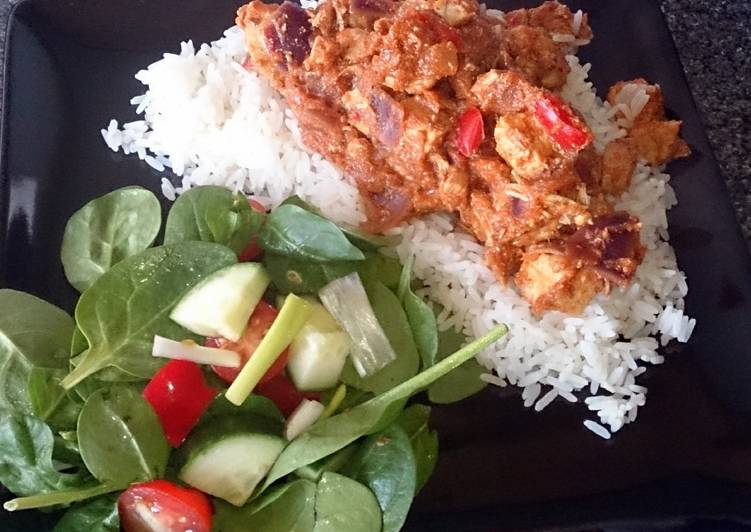 chicken tikka masala with salad