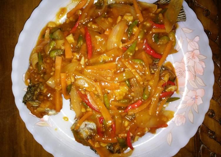 Ikan gurame asam manis - cookandrecipe.com