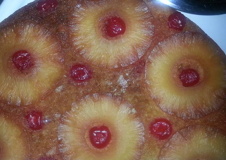 Pineapple upside 👇 cake