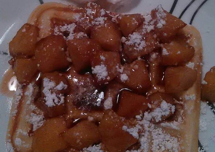 Recipe: Tasty Belgium waffles w/fresh apple compote