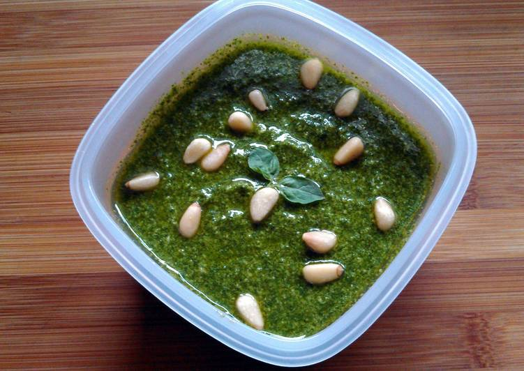 How to Prepare Speedy Chef Thomas's Traditional Pesto