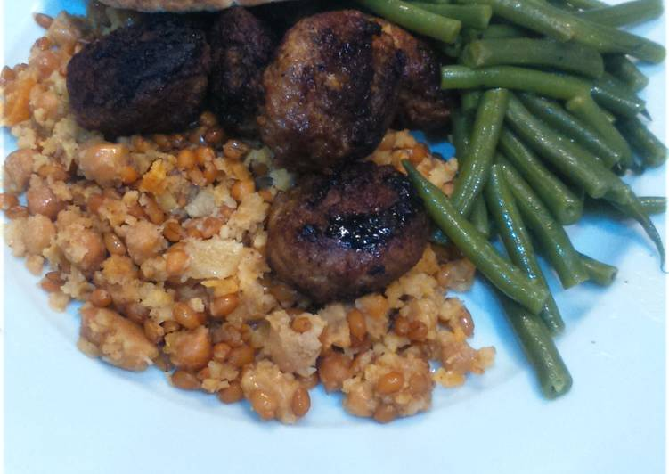 Lamb meatballs with green beans and warm Moroccan salad, for 2