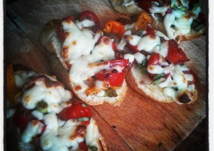 Tomato, mozzarella and garlic bruschetta