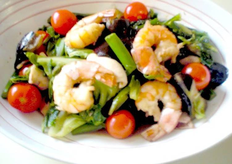Easiest Way to Prepare Tasty Vegetable Filled Shrimp & Squid Garlic Stir-Fry