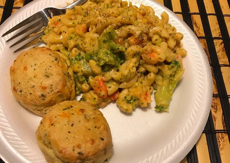 One pot Shrimp and broccoli mac and cheese