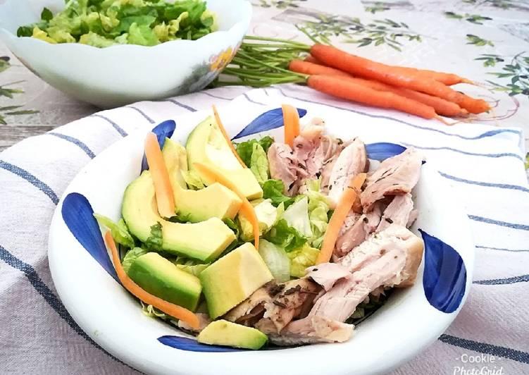 Insalata pollo e avocado