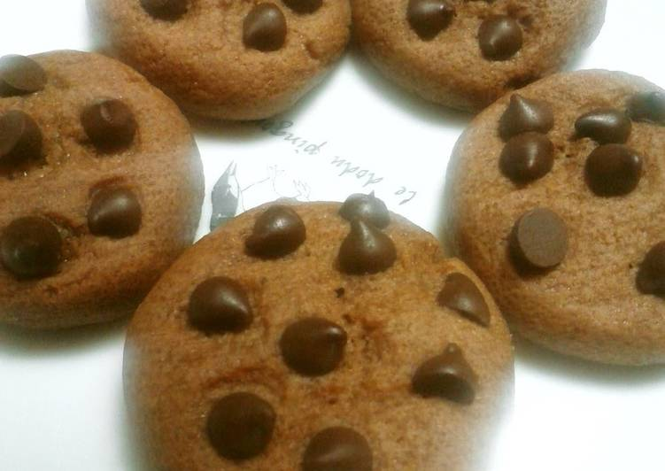 Easy Chocolate Chip Cookies Made in the Microwave