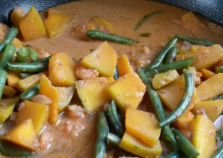 Squash with coconut milk (ginataang kalabasa)
