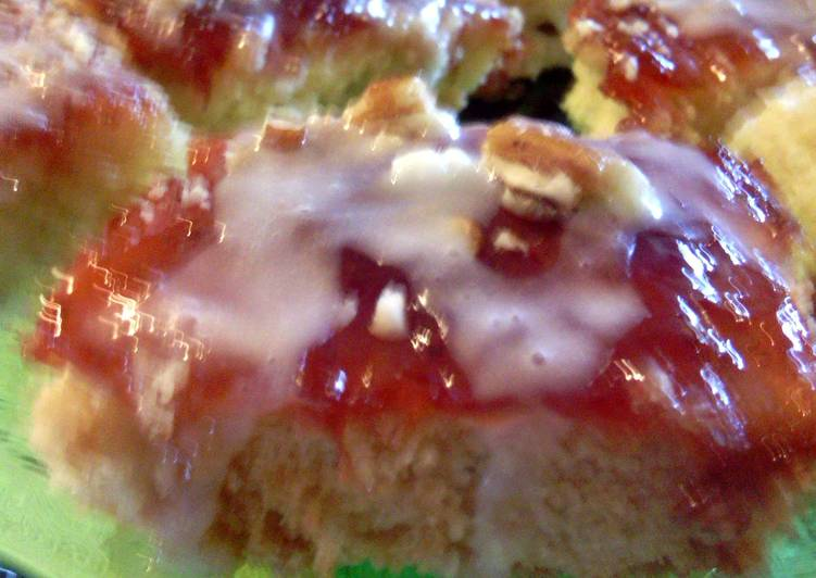Streusel Strawberry Bars