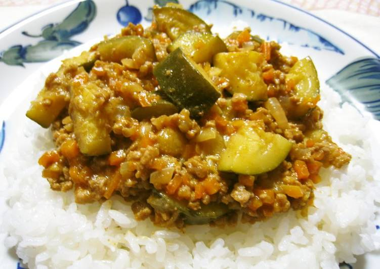 Recipe of Super Quick Homemade Easy, Delicious & Spicy Mince and Vegetable Curry in a Frying Pan
