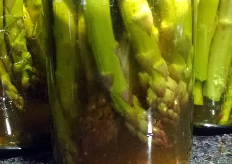 Canned dill pickle asparagus