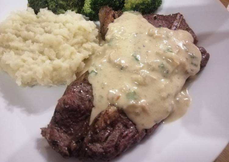 Onion and blue cheese sauce