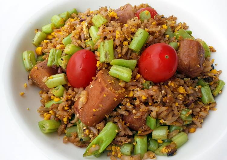 Fried Brown Rice With Sausage And Green Bean