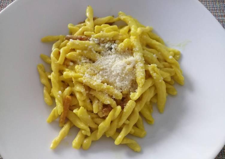 Strozzapreti with speck and saffron