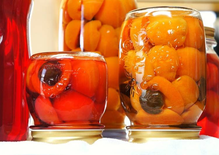 Recipe of Award-winning Apricots In Syrup
