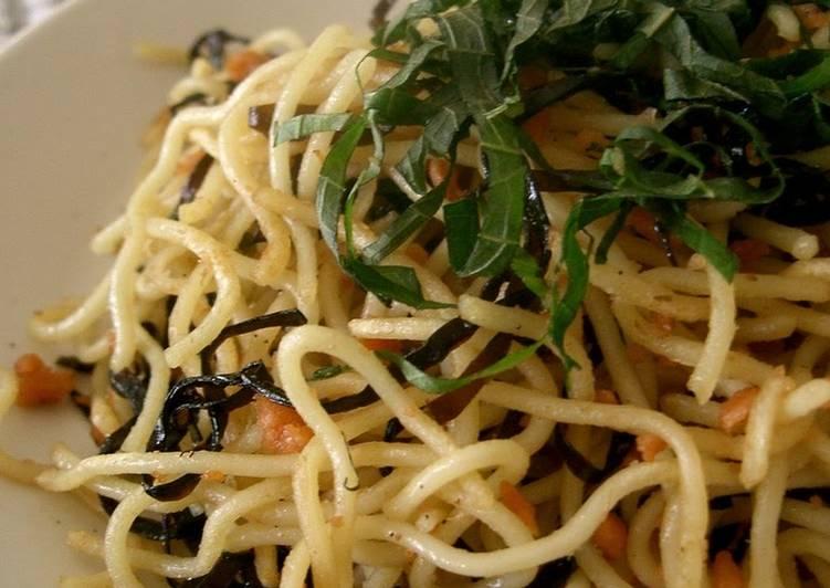 Salt-flavored Yakisoba Noodles with Shio-kombu and Salmon Flakes