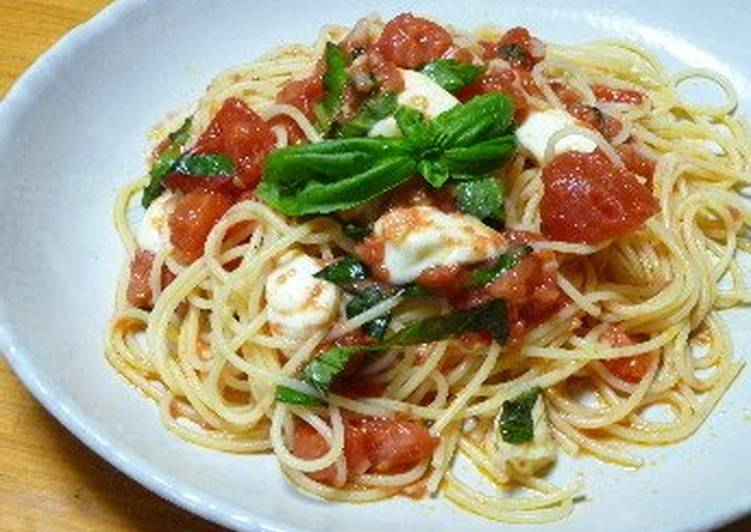 Fresh Tomato and Mozzarella Pasta