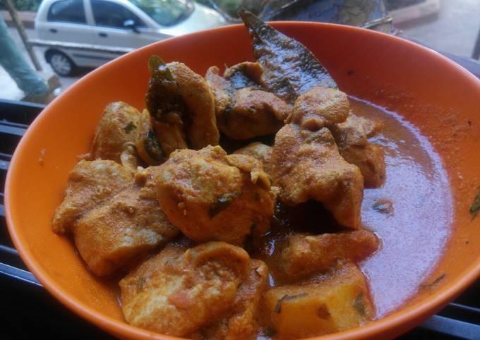 How to Prepare Tasty Coconut Milk Chicken Curry.