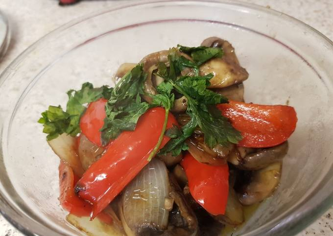 My Simple Garlic Chilli Mushrooms Onion And Peppers Recipe By Maureen Cookpad