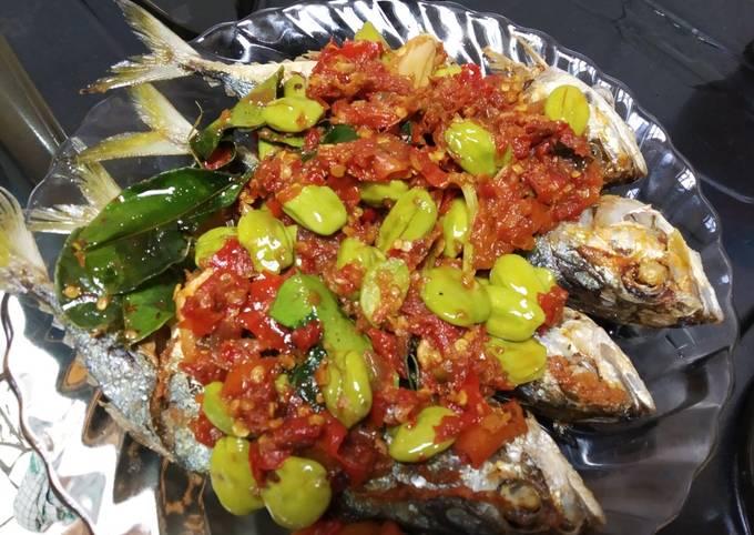 ikan kembung sambal goreng petai - resepenakbgt.com