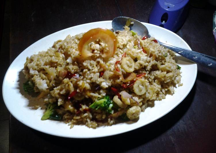 Step-by-Step Guide to Make Favorite Indonesian Seafood Fried Rice