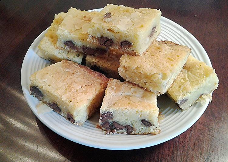 White Chocolate Chip Macadamia Brownie Bars