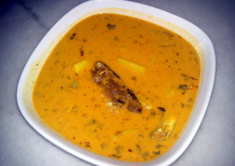 Recipe of Perfect (DEDICATED TO LG) MOMI MASAK LEMAK CILI API (CHICKEN/MEAT/SARDINE COOKED WITH COCONUT & HOT CHILLI)