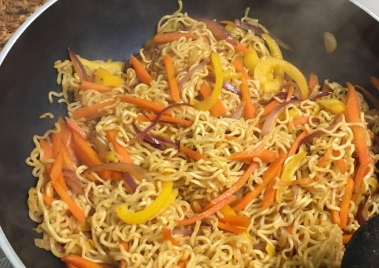 Stir fried noodles with veg