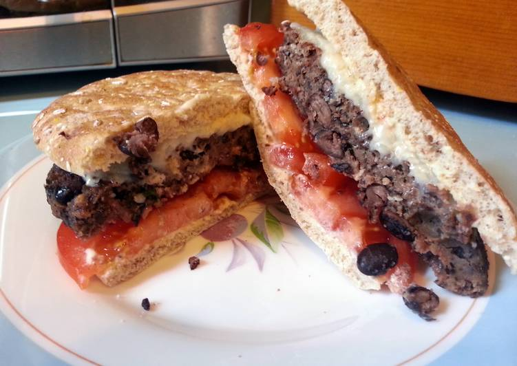 "skye's blackbean meatless ""burger"""