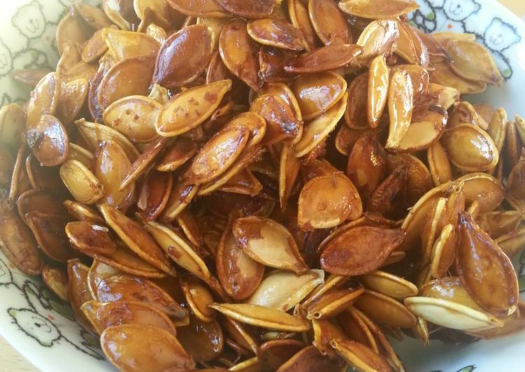 Simple Way to Prepare Homemade Honey roasted pumpkin seeds